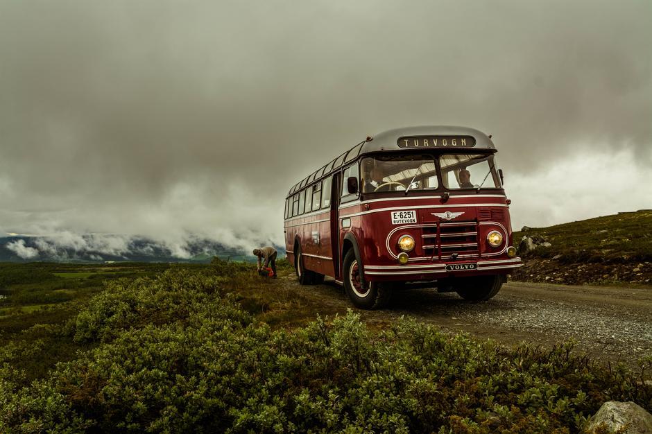 HELT TIL DØRA: Gode bussforbindelser gjør det svært enkelt å komme seg til og fra Historisk vandrerute Jotunheimen