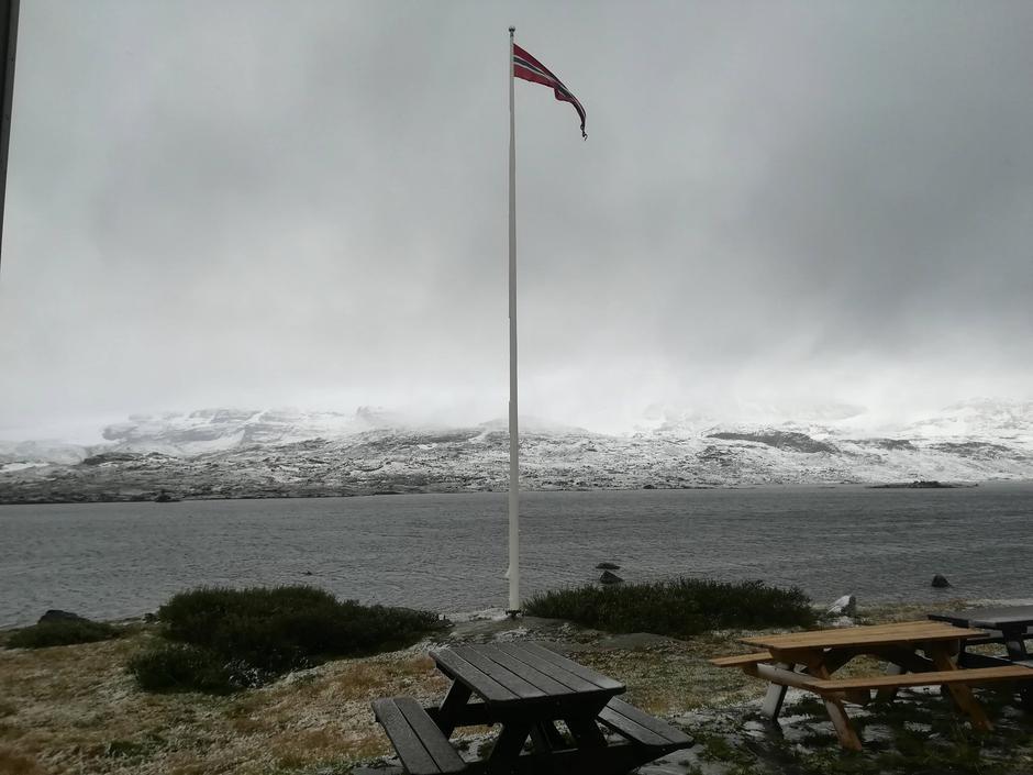 Snø i august