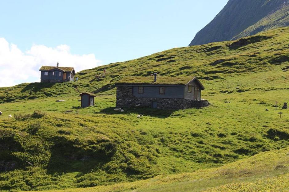 I Luster Turlag er dei stolte av å ha bygd og sett i stand husa på Fivla. Bruk dei!