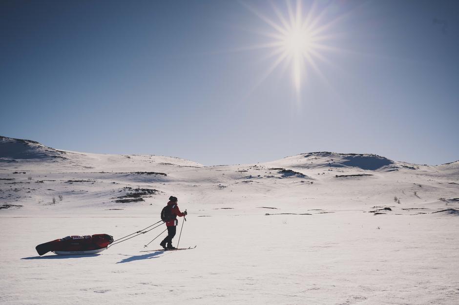 Nyt påskesola på den vidstrakte Hardangervidda. Bildet er tatt ved SOlheimstulen på Hardangervidda øst.