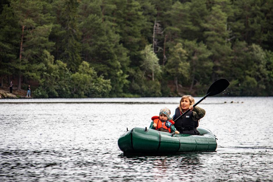 Monica Midttun Jensberg med sønnen Leo i Microraft X2