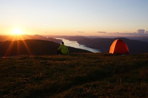 Kartet viste kun sti halve veien opp til Herlandsfjellet, men det viste seg at den førte helt opp til toppen. Fin utsikt over Sørfjorden og Osterøy. Gikk fra Osavatn i Gullfjellet.