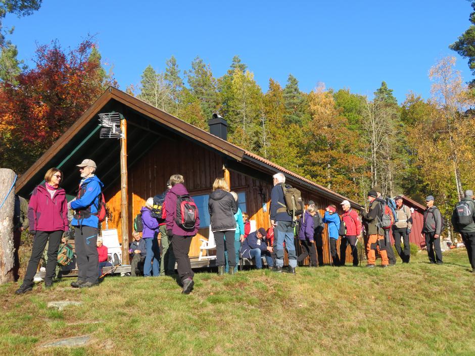 Infopause på hytta ved Båsvann.
