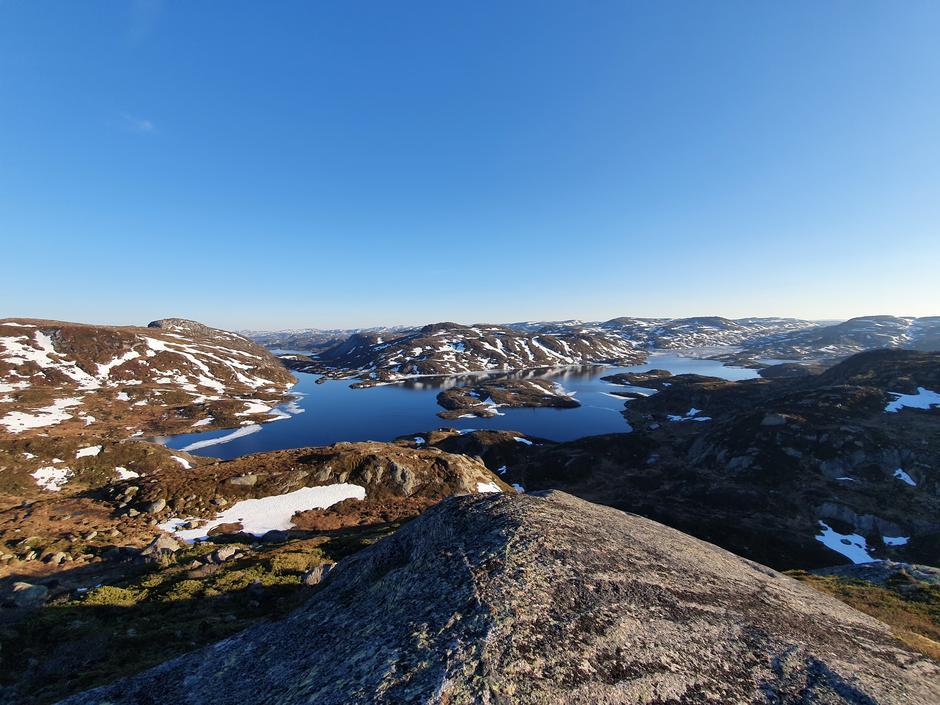 Sørover fra topp nord for Gaukheivatn. 30.5.2021