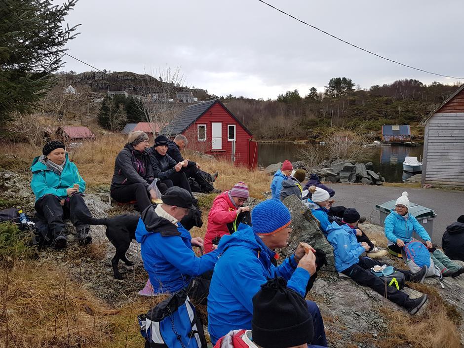 Matpause ved Tyssøyvågen.