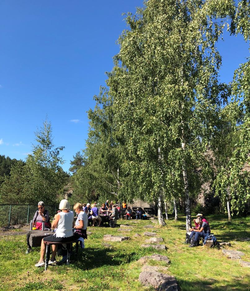 Tur til Skotfoss, med matpause på Tors plass.