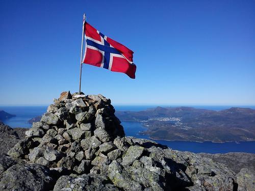 Utsikt mot Måløy frå Hornelen