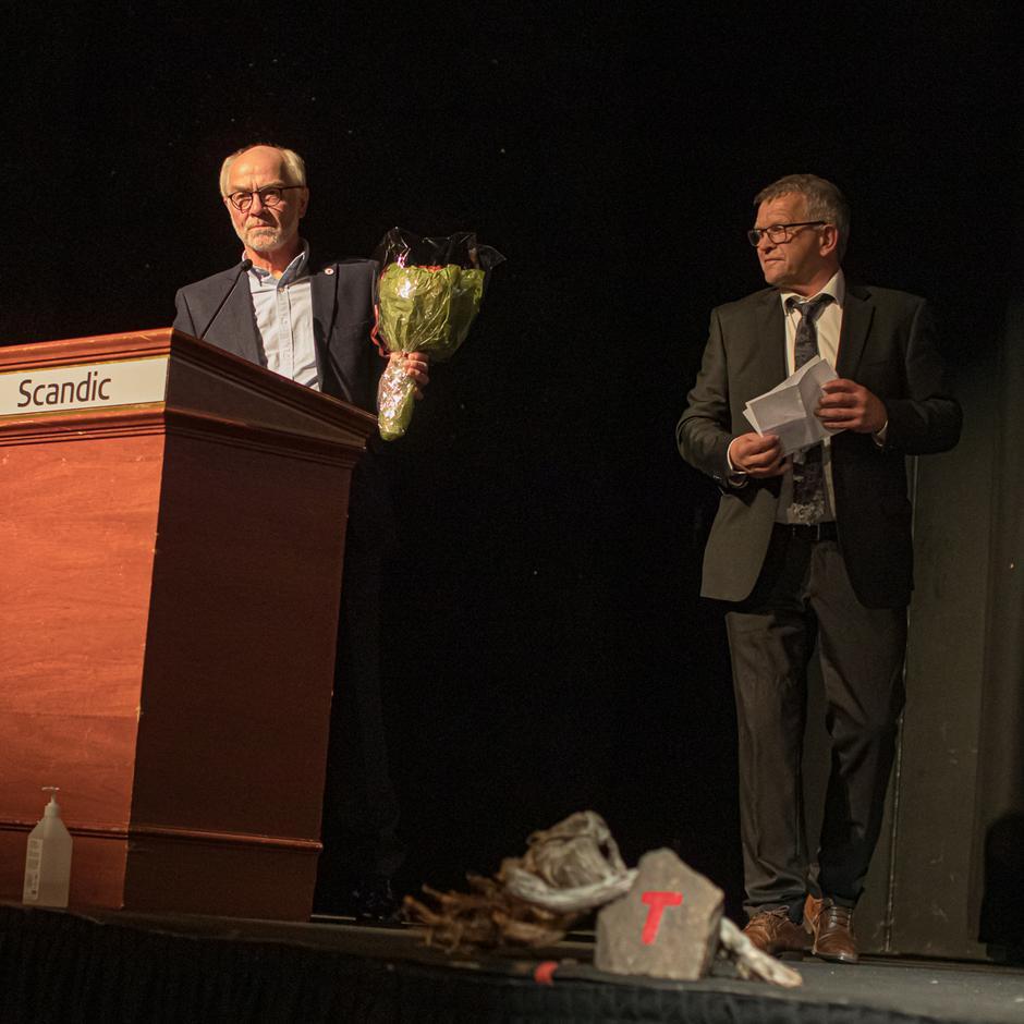 Styreleder i DNT Lillehammer, Tom Harald Hansen og varaordfører i Lillehammer, Terje Rønning.
