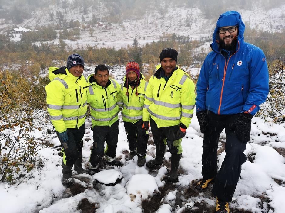 Mye snø på befaringen i Venjesdalen mandag.