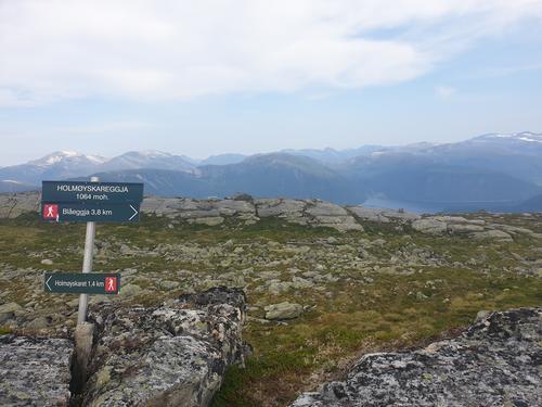 På veg til Holmøyskareggja