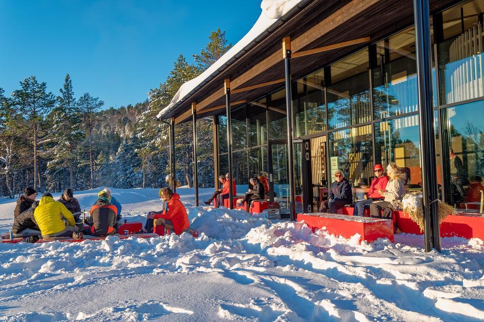 Utendørs kafé på Storlihytta i Moldemarka