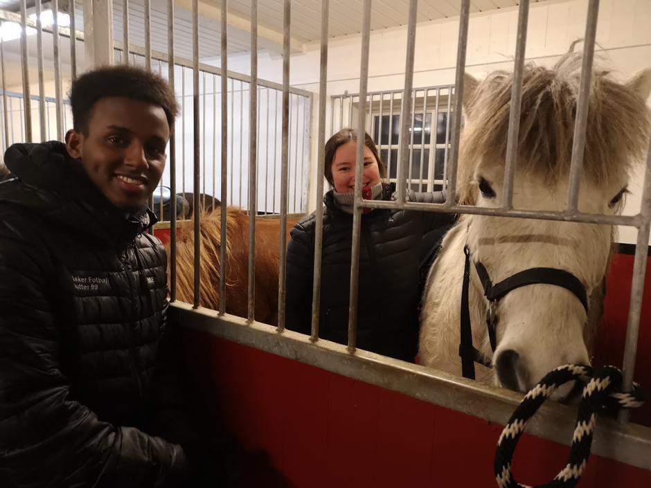 Cindy og Mohammed gleder seg til ridetur