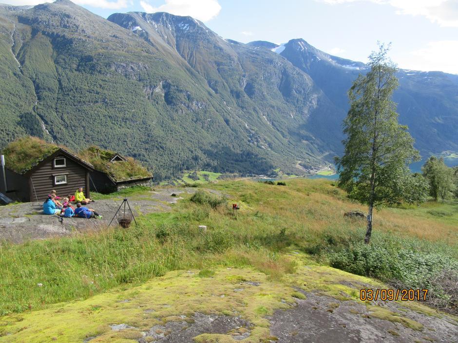 Ungdomane i Indre Nordfjord drog til Melkevollen på overnattingstur.