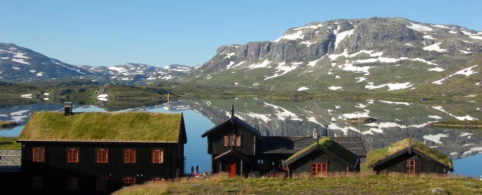 Vil du bo og jobbe her? Nå har du muligheten! Haukeliseter fjellstue søker resepsjonist for sommeren 2021.