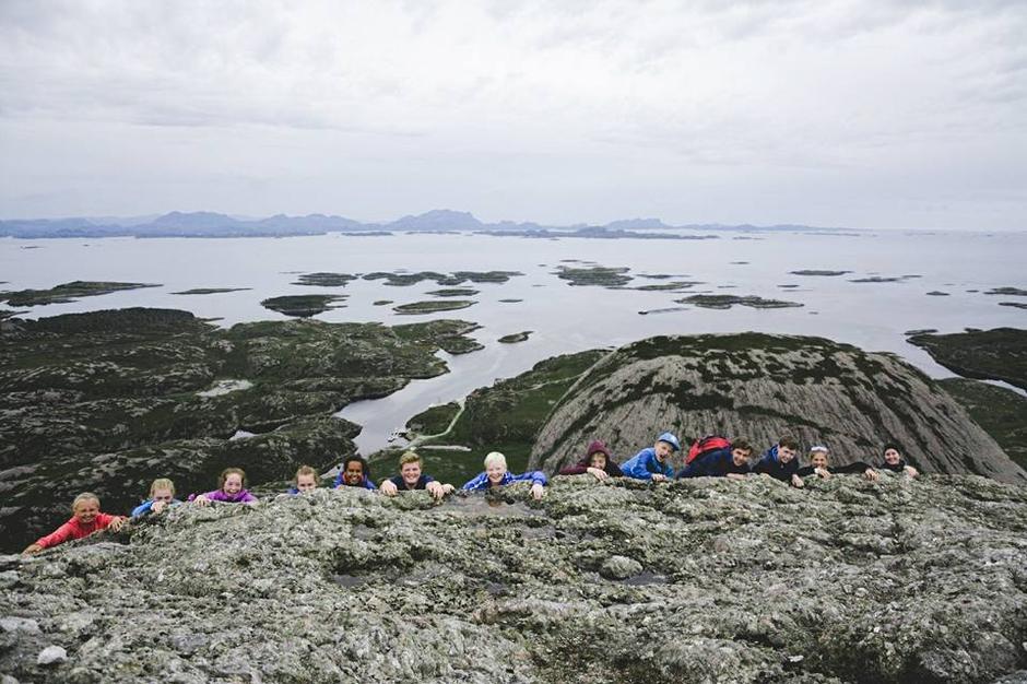 12 friske ungdomar er samla på Høgekletten og BaseCamp Kyst.