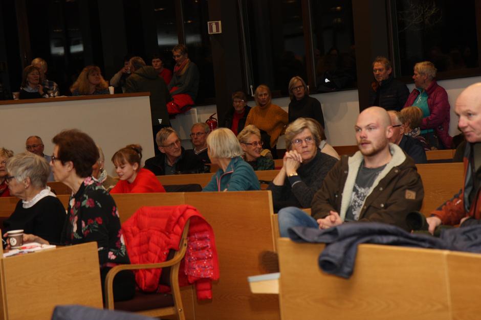 Mange var møtt frem for å ta del i stiftelsesmøtet i Lørenskog Turlag