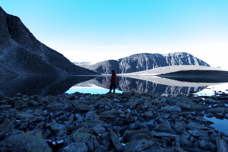 Blåtime under Trolltinden i Rondane.