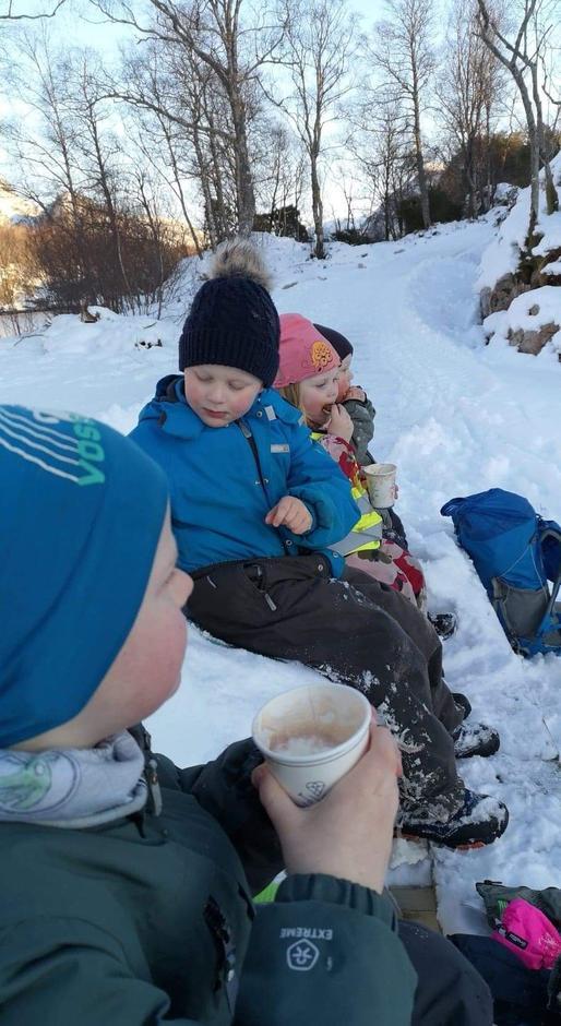 Barnas Turlag Gulen arrangerte natursti i Brekke, på Gulatinget, til Kommandotårnet og på Mjømna i helga. 47 barn og 20 vaksne deltok. Alle barn får ein overraskelse i premie.