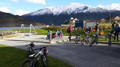Fin vårsykkeltur til turposten i Stedjeberget!