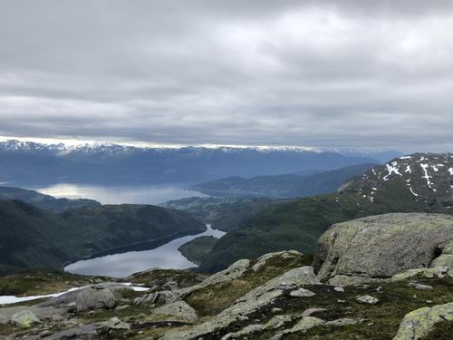 Hardangefjorden med Fitjadalsvatnet nærast