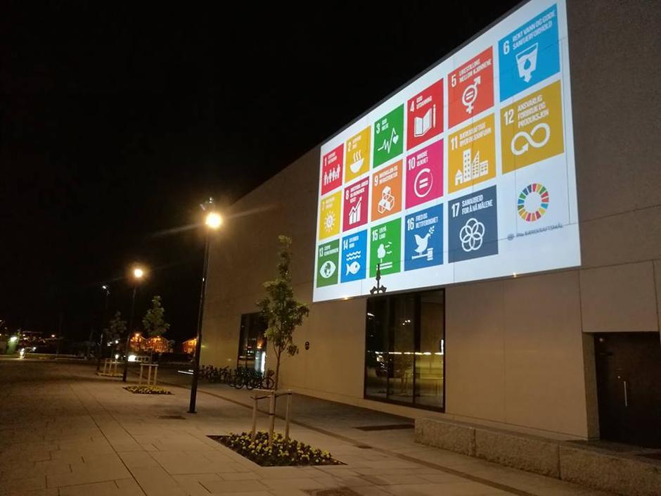Bodø sentrum lyses opp av bærekraftsmålene.
