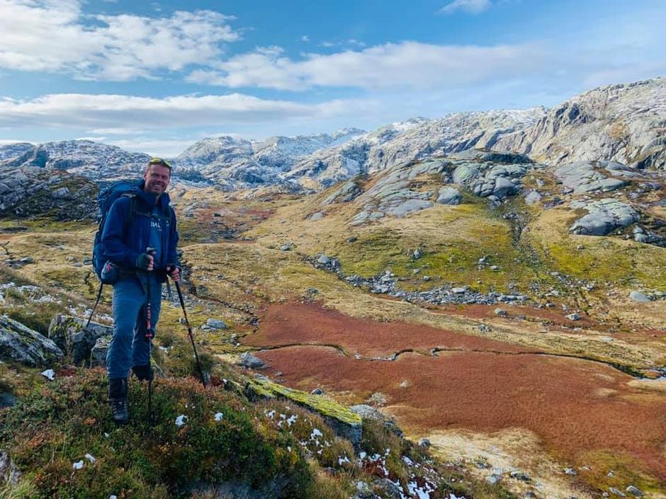På veg til Breidablikk i Kvammafjella i haustfargar