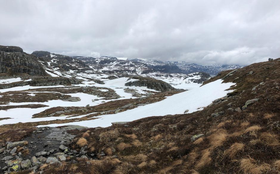 Det smelter godt i Suldalsheienen nå.. Her fra skitur mellom Gullingen og Kvilldal.