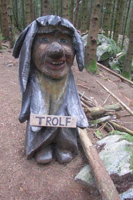 Trolf held til i Trollskogen i lag med mange fleire skapningar