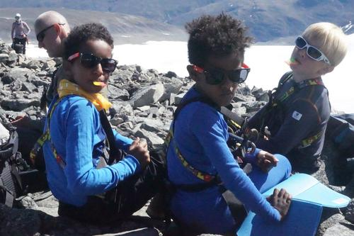 Tre spreke gutter på toppen av Galdhøpiggen 2018