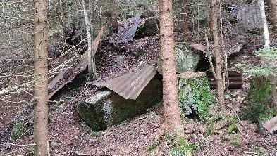 Rester etter Milorghytta i Kjekstadmarka