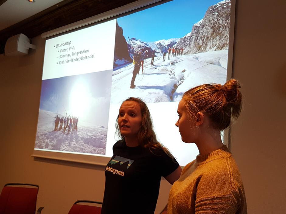 Interim-utval DNT Ung SFT blei presentert av Silje Marita Vallestad og Maria Kaldhagen.