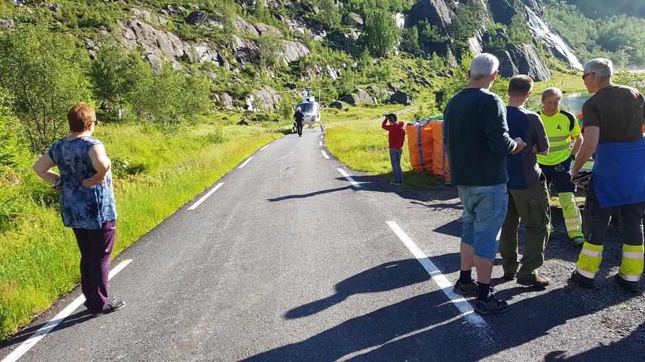 Helikoptertransport frå Grøndalen til hyttene Blåbrebu og Gjegnabu