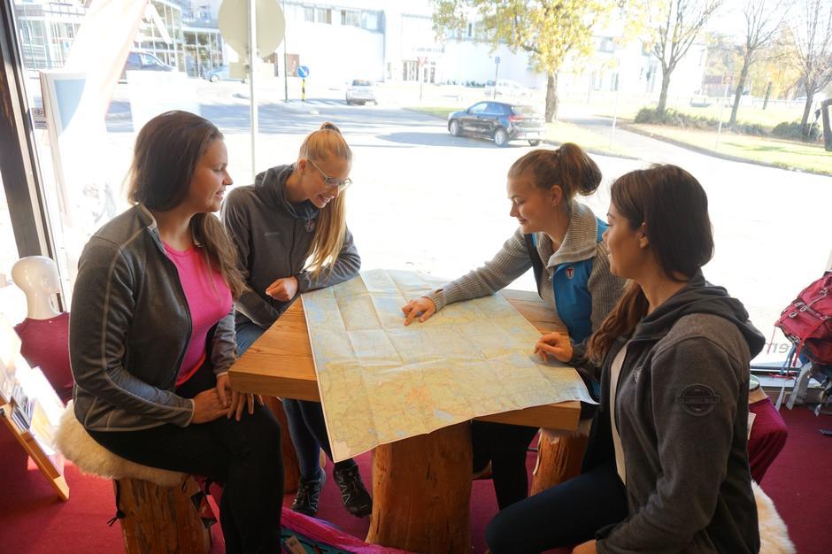 Vi i tursenteret står klar til å hjelpe deg med kart!