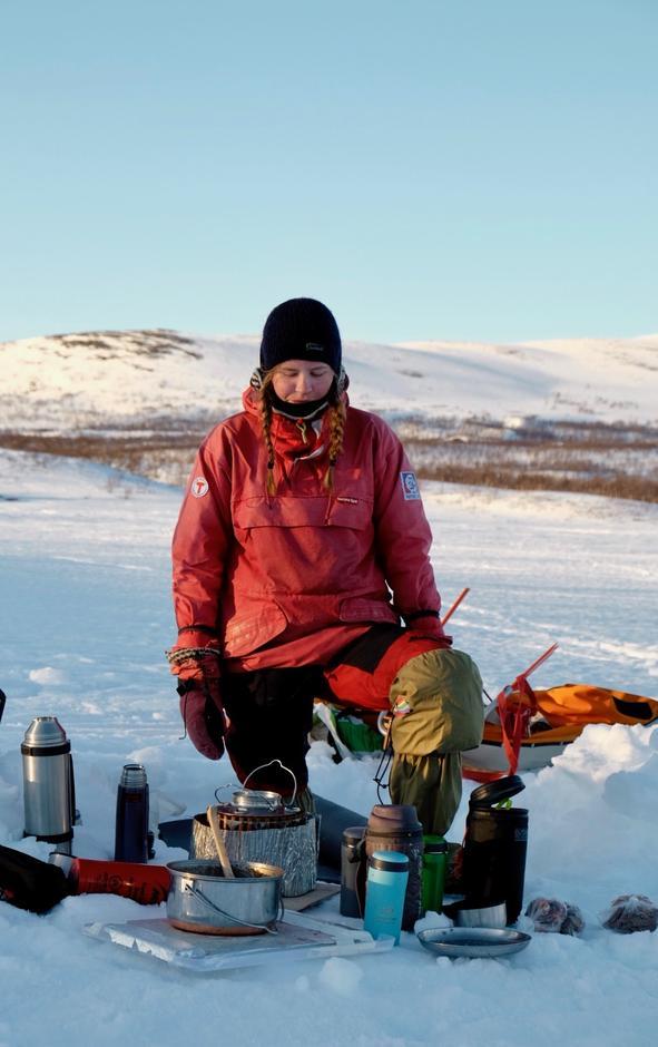 Å smelte snø er en stor del av vinterteltingen. Sett av god tid til å fylle alle flasker og termoser!