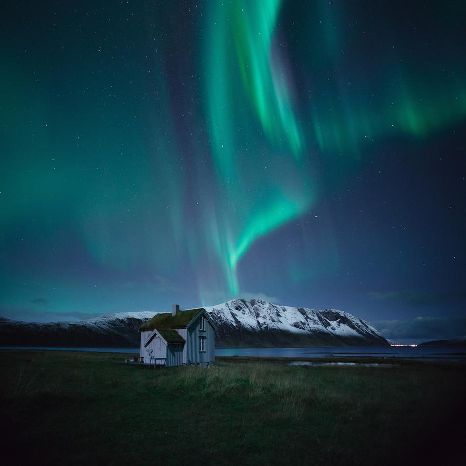 På hyttene til Troms Turlag er det koselig - både innendørs og utendørs.