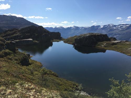 KVINNER PÅ RANDEN: Dronningstien og Kjeåsen i Hardanger