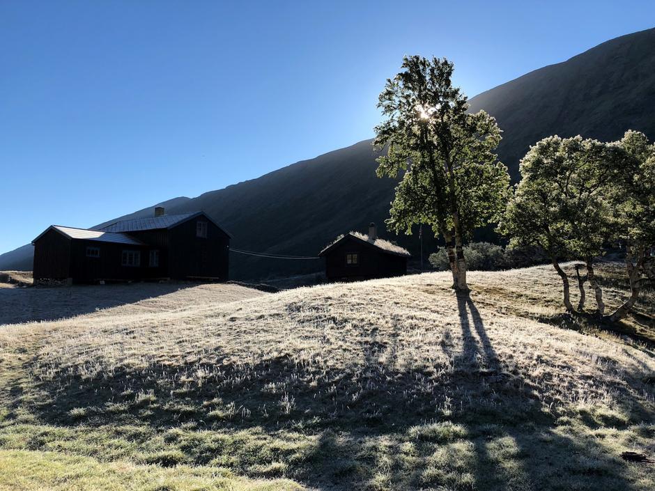 Morgenstemning og frost på Grøvudalshytta