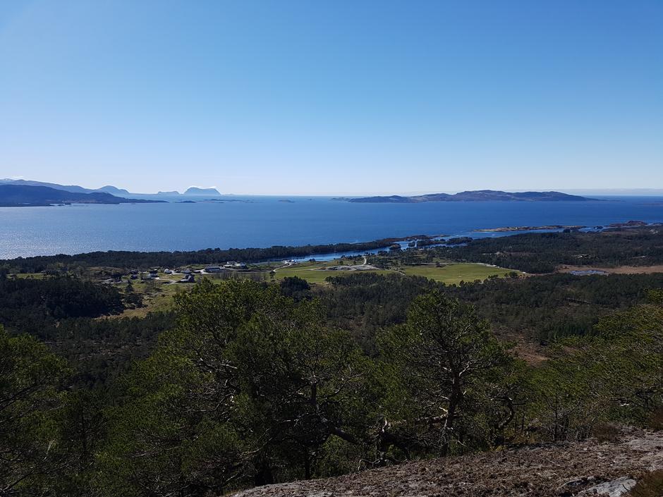 Utsikt sørvestover mot Alden frå Skaranipa på Stavøya