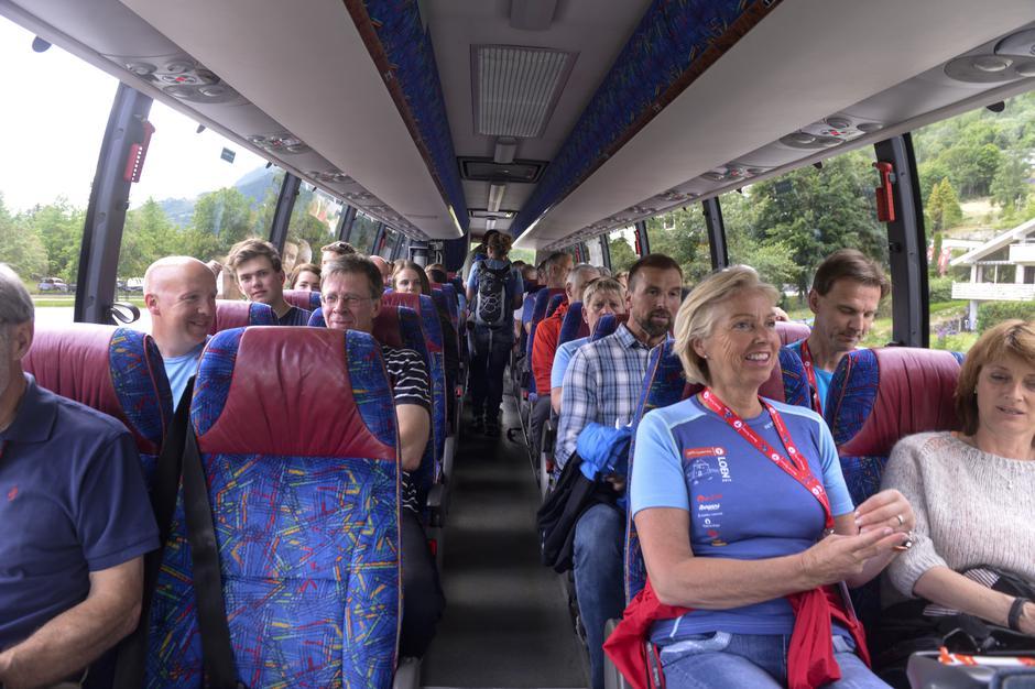 GODT HUMØR: Aldri har det vært lettere å komme seg til høstfjellet - med Valdresekspressens direkterute fra Oslo til Gjendesheim