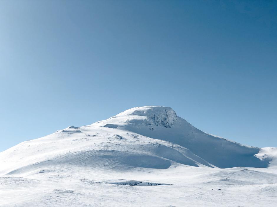 EN BRA START: Suletinden i Skarvheimen kan gås med fjellski eller til og med langrennski hvis snøforholdene er gode.