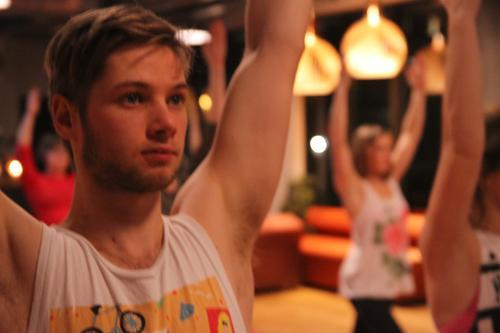 Friluftsflow-yoga på Friluftshuset