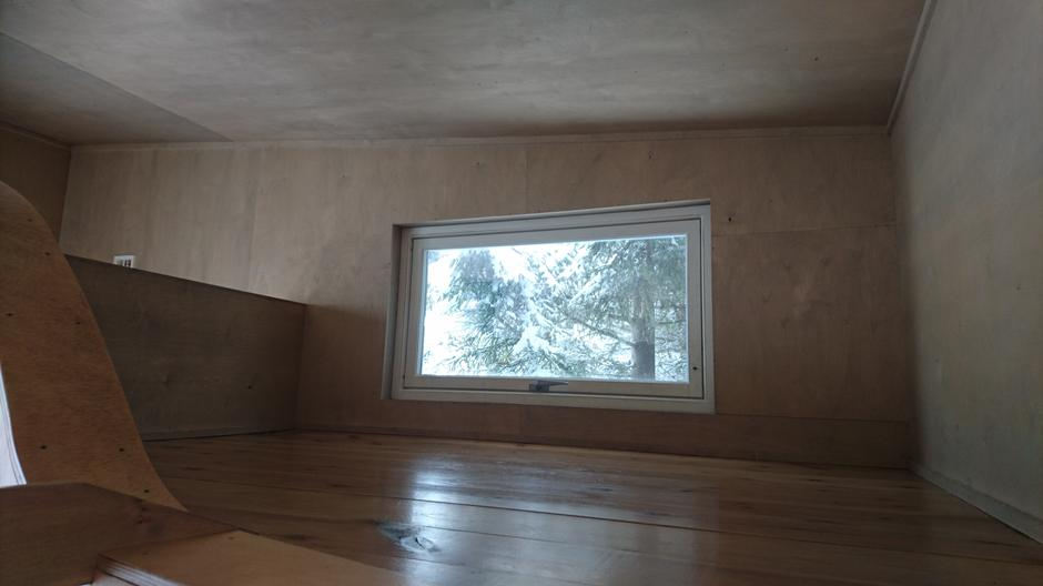 Soveplass til 2-3 stk på lille loftet med tilgang via stige.