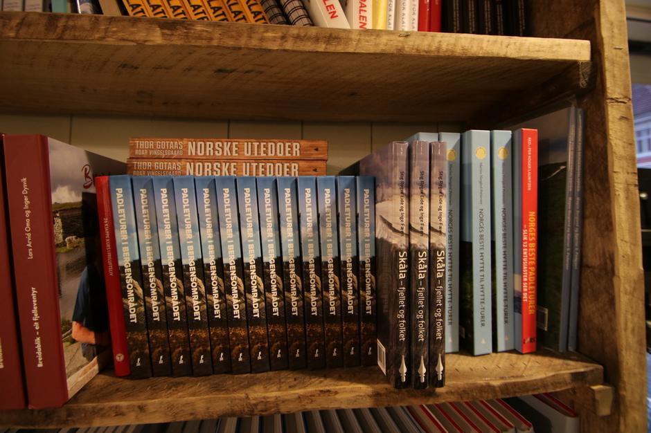 Stort utvalg: Du finner et stort utvalg av friluftsbaserte bøker i Tursenteret.