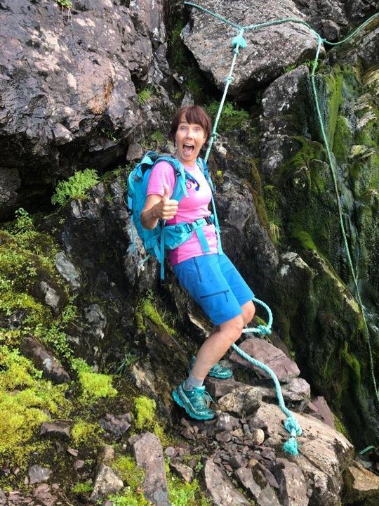 Lydia Nesje med skrekkblanda fryd i eitt av dei brattaste partia på turen.