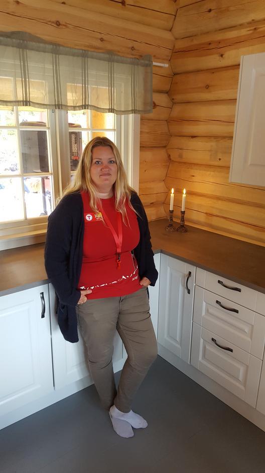 Koiesjef Maria Bakkely Aasheim er veldig fornøyd med den nye koia.