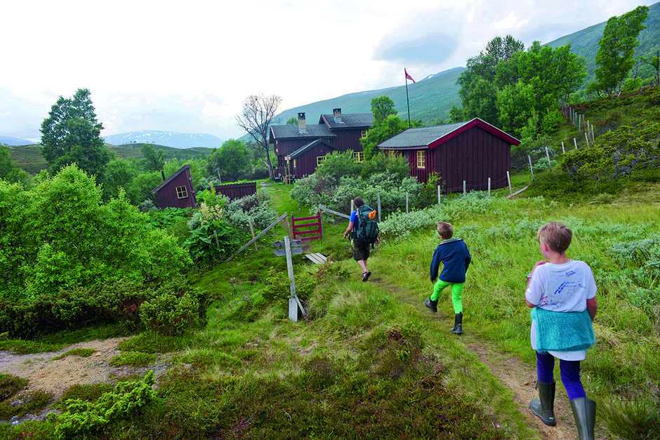MÅLET NÅDD: Dindalshytta er første stopp på denne turen gjennom Sunndalsfjella.