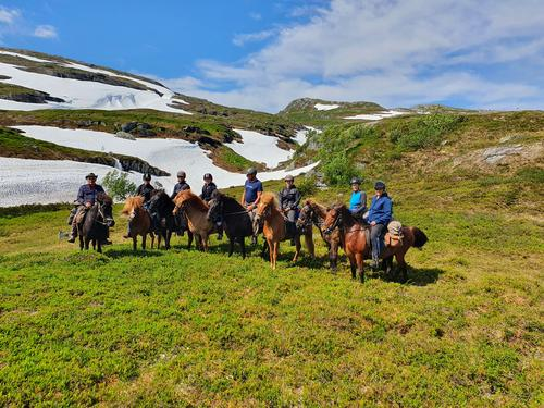 Vellykket fjellridningstur med Skarven turlag