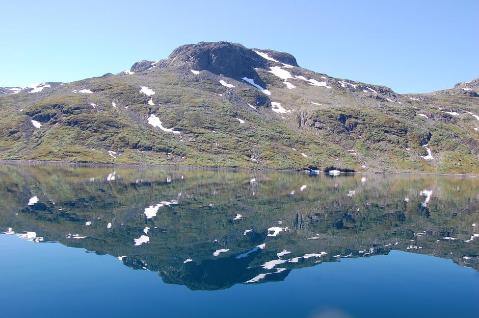 Sommeridyll på Bygdin. Bildet er tatt fra rutebåten Bitihorn som kjører Bygdin-Torfinnsbu-Eidsbgarden/Fondsbu.
