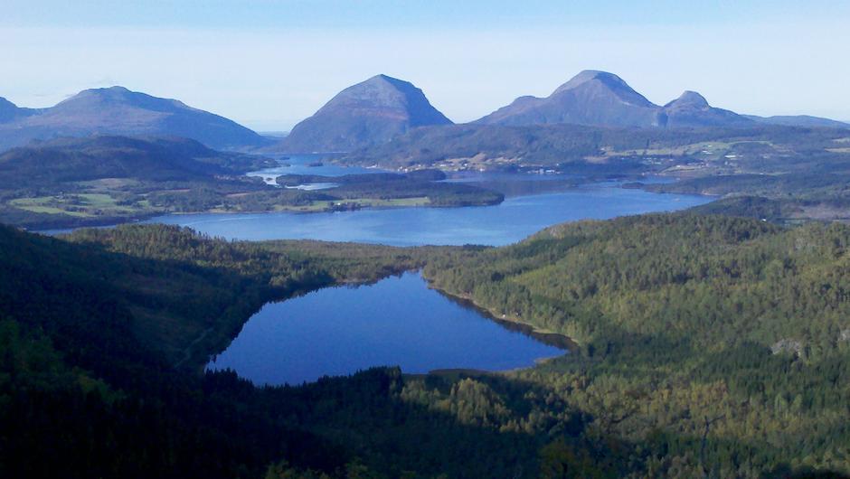 Skålvikfjorden og Tustnafjell