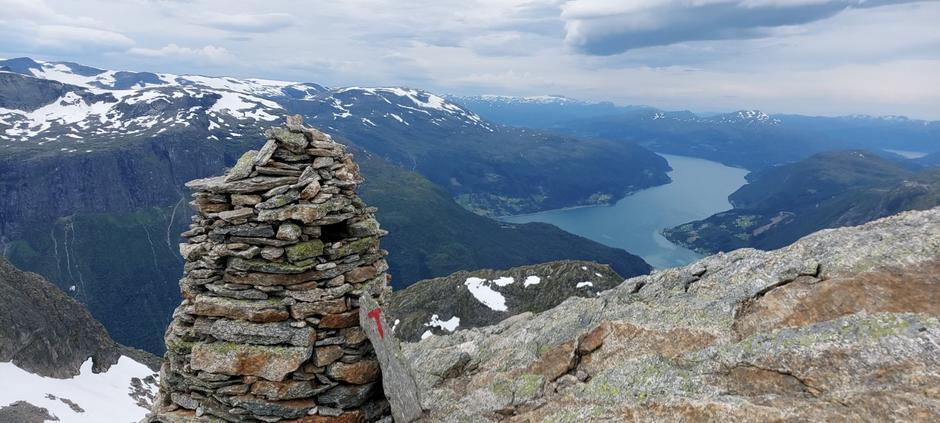 Onsdag 19.8: Sti til Skåla - Nordfjord i bakgrunnen